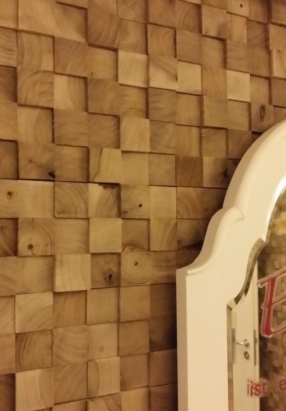 Holzwand Würfeloptik