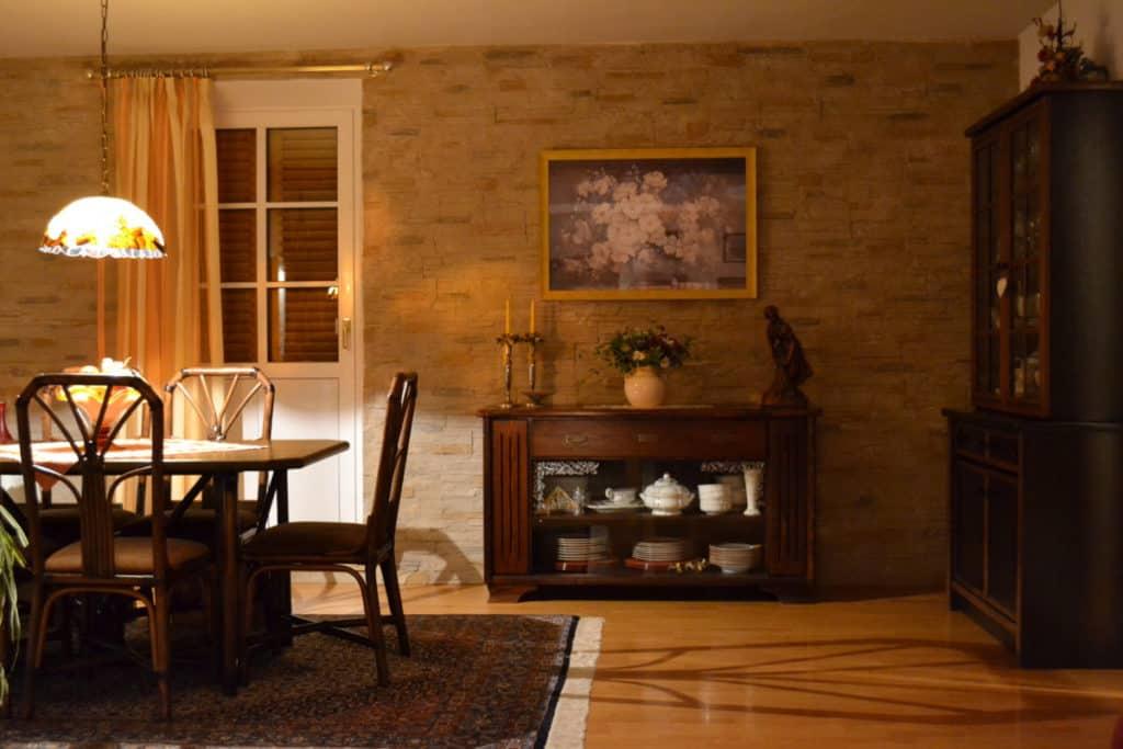 Steinwand Wohnzimmer