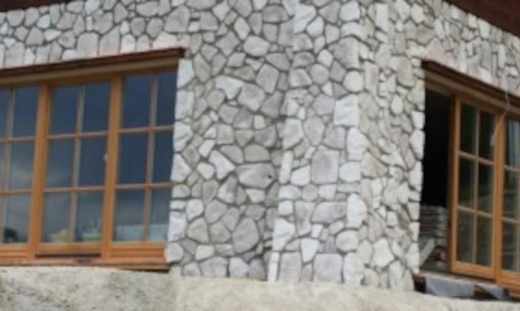 Steinwandfassade in Berchtesgaden