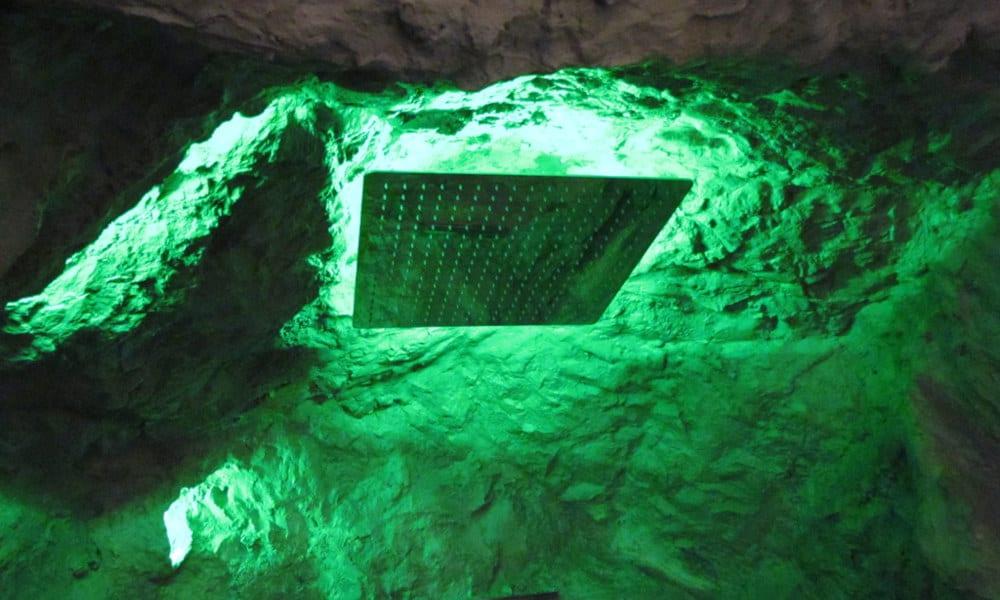 Wasserfalldusche-mit-LED-grün