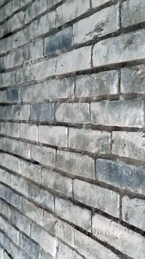 Ziegelwand-venezia-in-grau